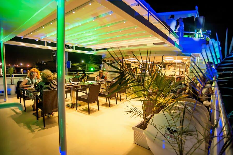 Прогулка на яхте Пальма де Сочи с обедом или ужином